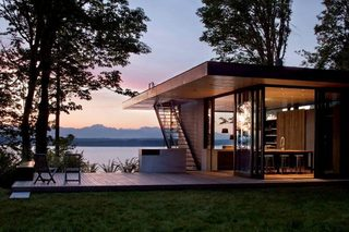 house-on-the-lake-with-modern-architecture-1.jpg